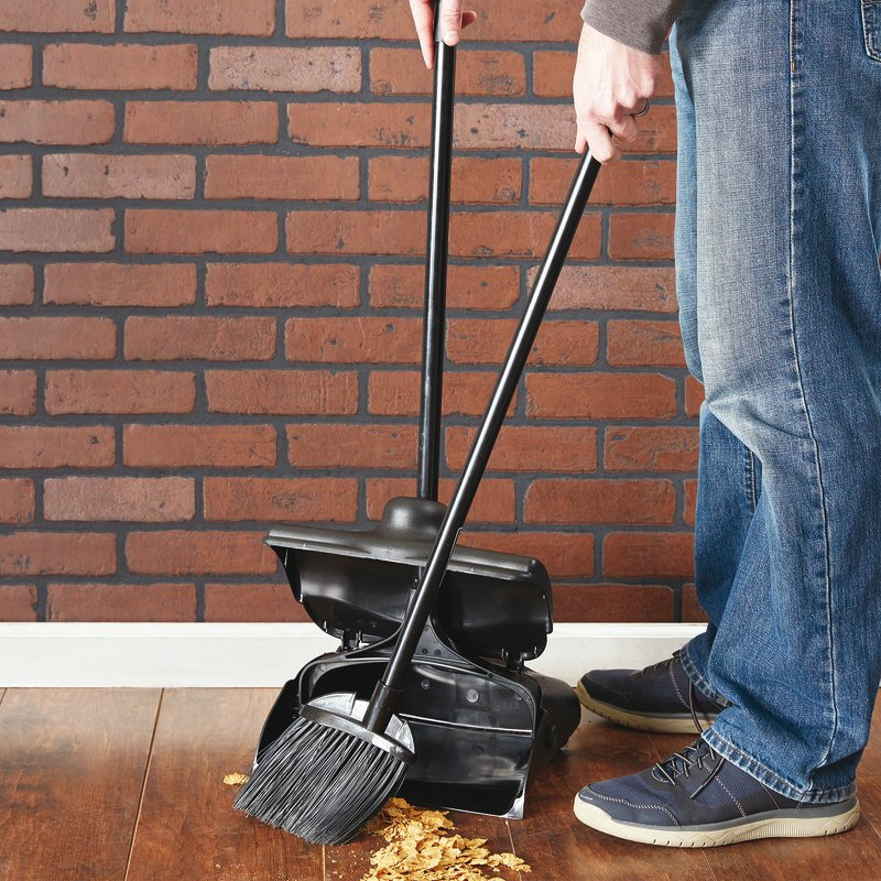 Broom + dust pan - Cleaning items